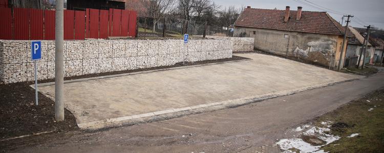 Nová parkovacia plocha pri cintoríne - Ilustračná fotografia