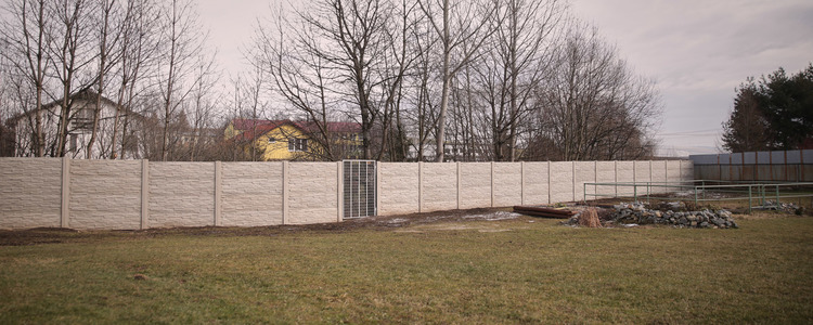 Nový plot v areáli Materskej školy - Ilustračná fotografia