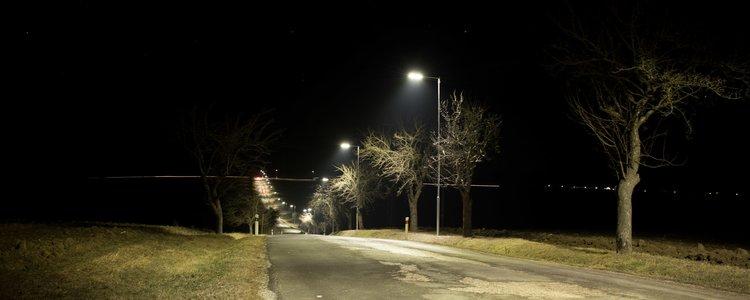 Verejné osvetlenie na rázcestí - Ilustračná fotografia